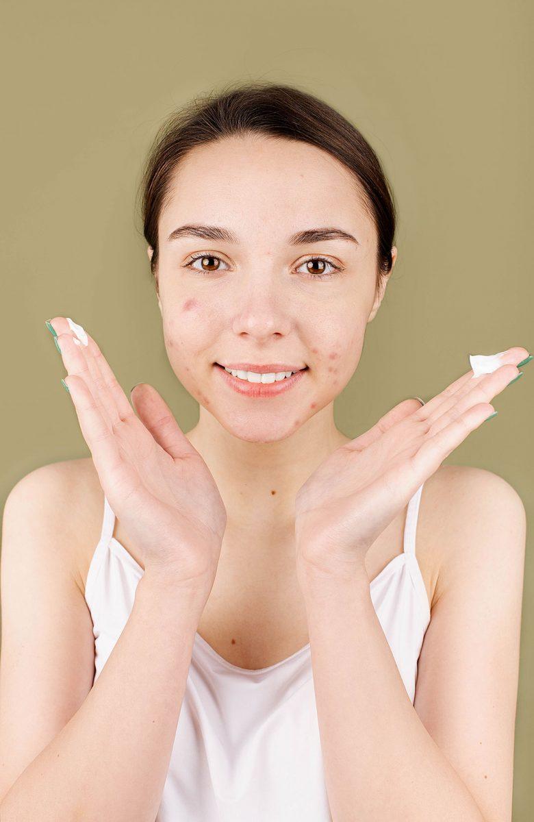 5 remèdes naturels peau grasse pour un teint éclatant