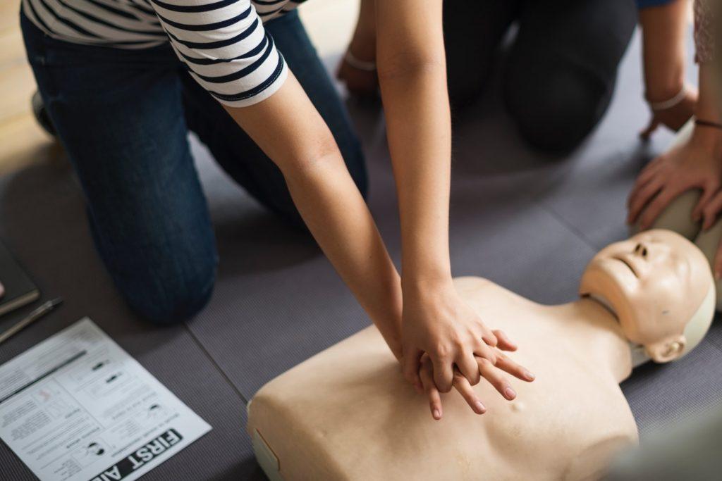Application arrêt cardiaque – Un geste simple pour sauver des vies