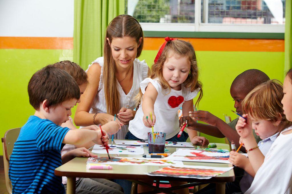Formez-vous aux métiers de la petite enfance avec le CEF