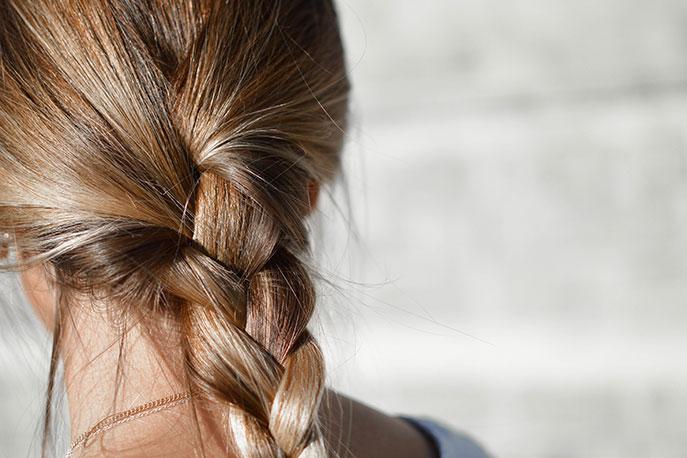Tresse simple réalisée par un coiffeur professionnel