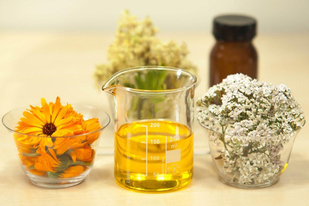 Comment soigner les maux du quotidien grâce aux huiles essentielles ?