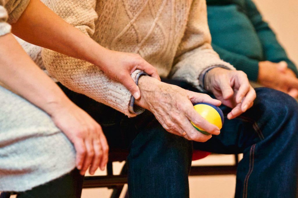 Formation Auxiliaire de vie – Comment devenir auxiliaire de vie ?