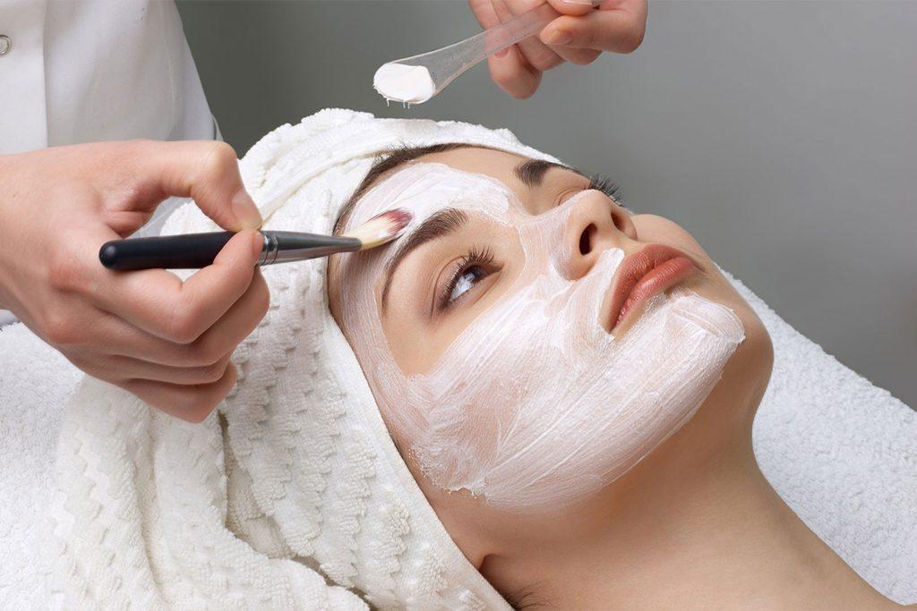 Formation cosmétique – Comment devenir cosméticienne ?