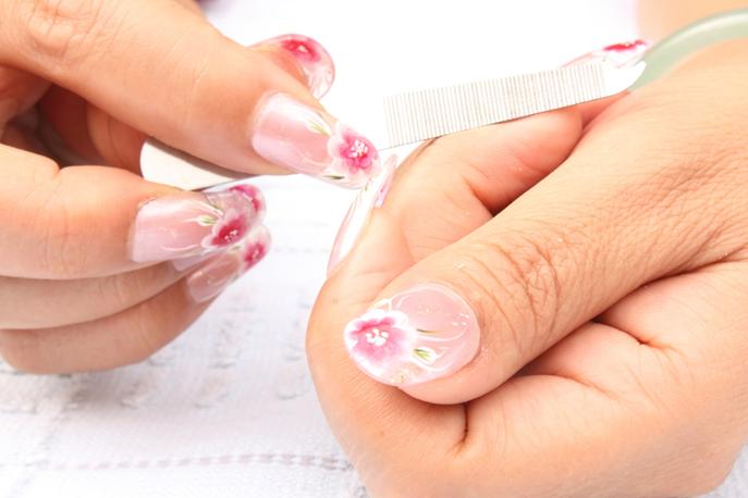 Faux ongles posés par un prothésiste ongulaire