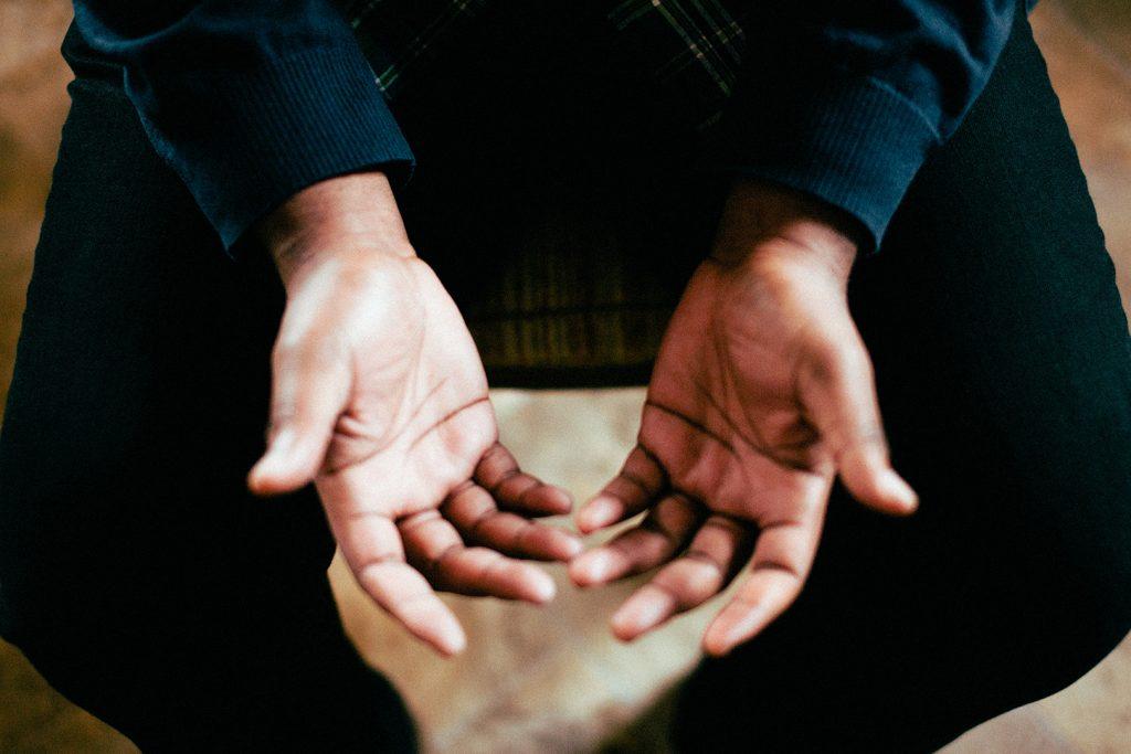 Psoriasis des mains : comment le traiter et le soulager ?