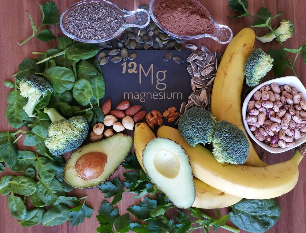 Avocat, graines, banane, chocolat : quelles sont les meilleures sources naturelles pour notre organisme ?