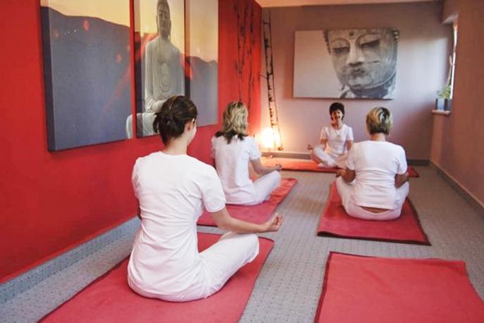 Séance de relaxation avec un sophrologue